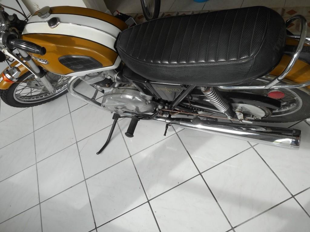 """1972 Triumph Bonneville """"Bread Box"""" V 5-speed"""