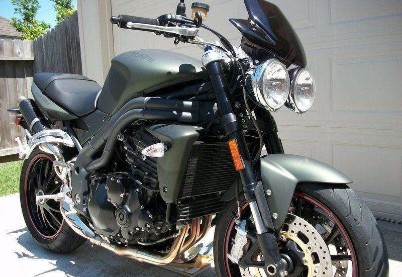 2011 Triumph Speed Triple. Special Editon