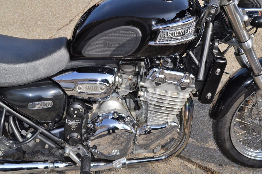 2000 Triumph Thunderbird 900 – Extremely well maintained