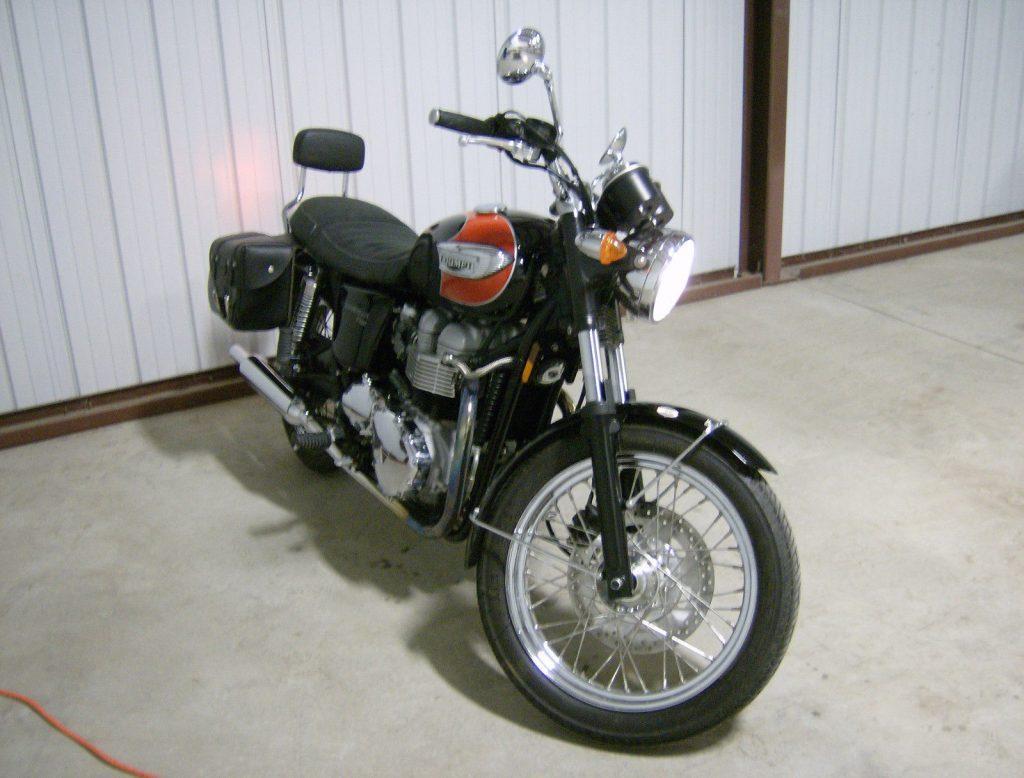 VERY NICE 2007 Triumph Bonneville