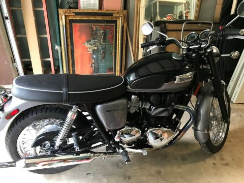 BEAUTIFUL 2013 Triumph Bonneville for sale